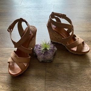 Shoes - Heeled Wedge Sandals